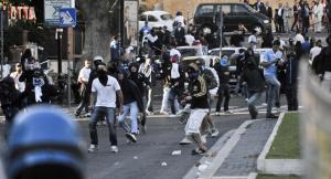 Scontri tra ultras laziali e polizia (fanpage.it)