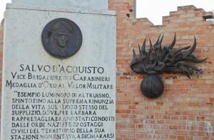 Un monumento dedicato a Salvo d'Acquisto (flickr.com)