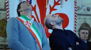 Matteo Renzi e Roberto Saviano in un incontro a Firenze (repstatic.it)