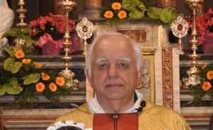 Don Walter Casola, parroco di Porto Valtravaglia (portovaltravaglia.it)