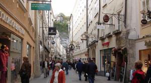 Una strada di Salzburg, in Austria