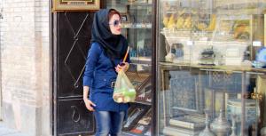 Immagine di repertorio, una ragazza iraniana (girogiromondo.com)