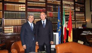 Sulla destra il prefetto Umberto Postiglione, insieme all'ex sindaco di Palermo Cammarata (blogsicilia.it)
