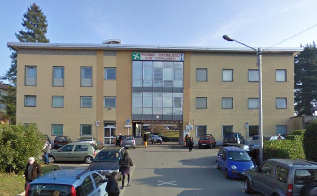 L'entrata dell'Ospedale di Luino