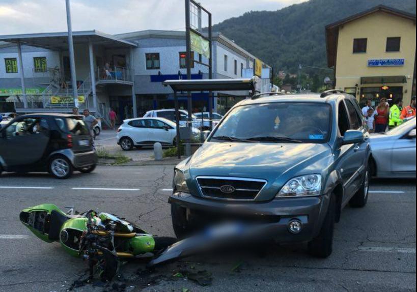 Marchirolo, scontro auto-moto: ferite quattro persone, motociclista in codice giallo a Varese