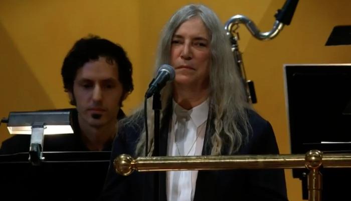 Nobel per la Letteratura, cerimonia senza Bob Dylan. Patty Smith piange e si commuove
