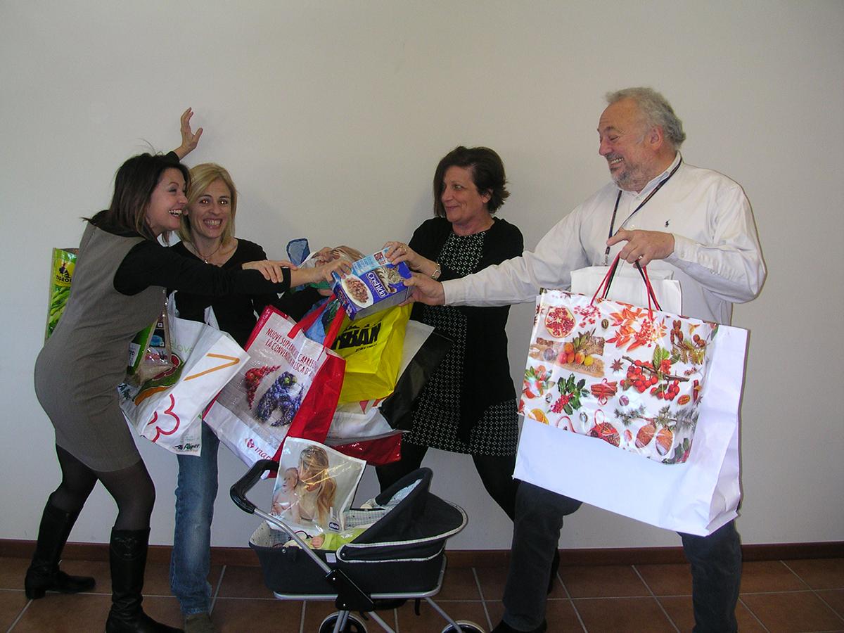 """Debutto per """"Tutti pazzi per lo shopping!"""", in scena giovedì a Luino al Centro Diurno"""