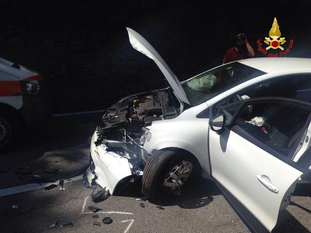 Creva, 44enne perde del controllo dell'auto e finisce contro il muro. Trasportato in elisoccorso a Como
