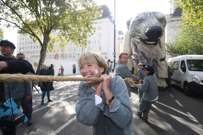 Londra – L'attrice Emma Thompson manifesta insieme a Greenpeace davanti alla sede londinese della Shell. ©John Cobb/Greenpeace