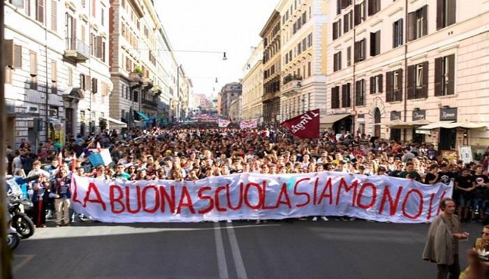 Scuola, manifestazione e proteste in tutta Italia. Scontri e tafferugli tra studenti e polizia
