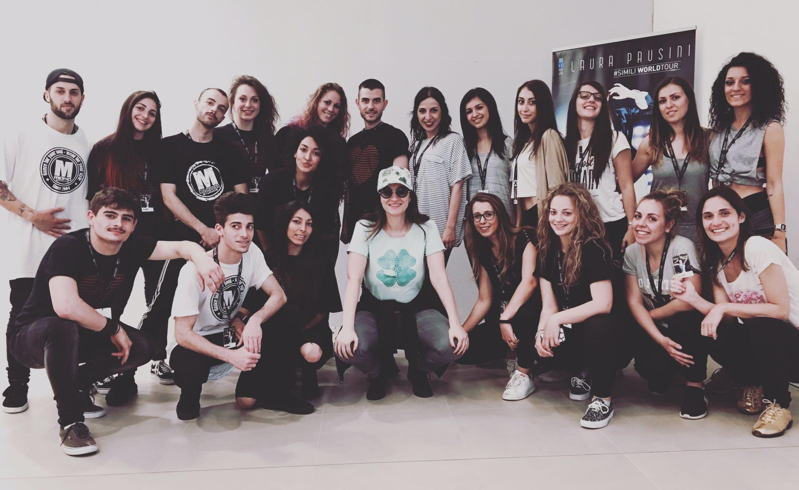 """La """"Performance Academy"""" di Creva clappers per il corpo di ballo di Laura Pausini a San Siro"""