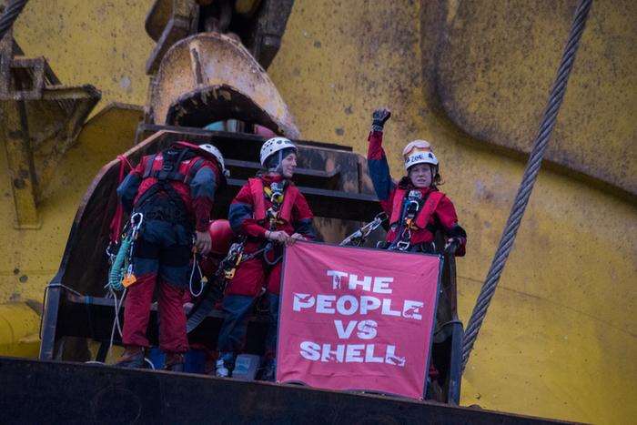 Oceano Pacifico – Sei attivisti occupano per sei giorni una piattaforma petrolifera in uso a Shell, la Polar Pioneer, per protestare contro i piani di trivellazione nell'Artico del colosso petrolifero anglo-olandese. ©Vincenzo Fioramo/Greenpeace