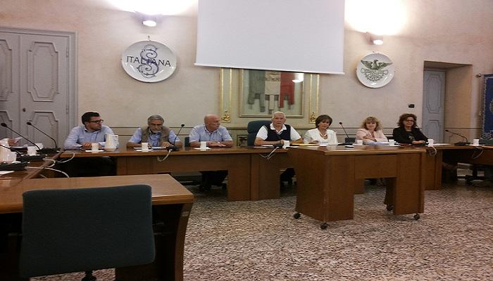Laveno, consiglio comunale senza risposte alle dichiarazioni della minoranza