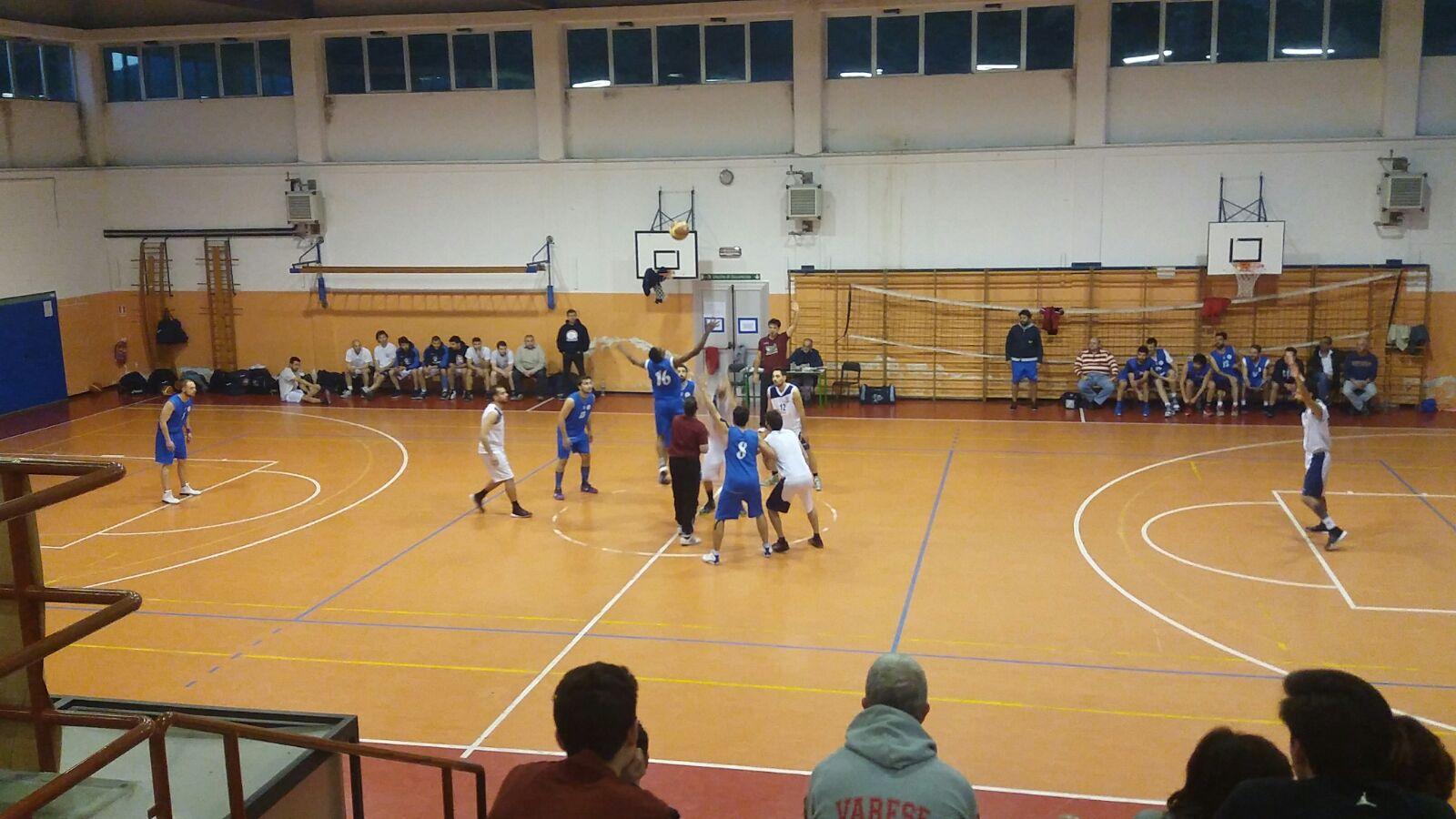 Luino, è un Basket Verbano senza limiti: anche Albizzate si inchina alla legge del PalaMenotti (Foto Danilo Cambianica)