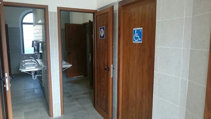 """Stazione di Luino, lettera in redazione: """"La situazione dei bagni pubblici è indecente"""""""