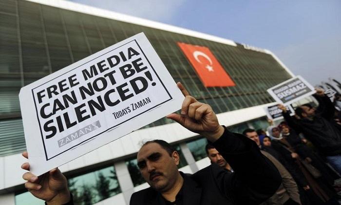 Turchia, Erdogan sgretola la stampa: diciotto mandati di cattura per altrettanti giornalisti