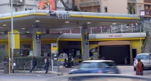 Il distributore di carburante gestito da Roberto Lacopo in corso Francia a Roma (Ilsecoloxix.it)