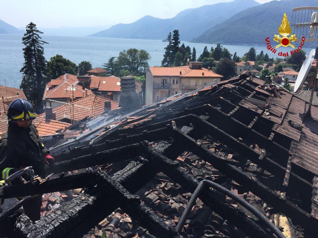 Maccagno, a fuoco il tetto di una casa nel centro storico. Abitazione inagibile ma nessun ferito