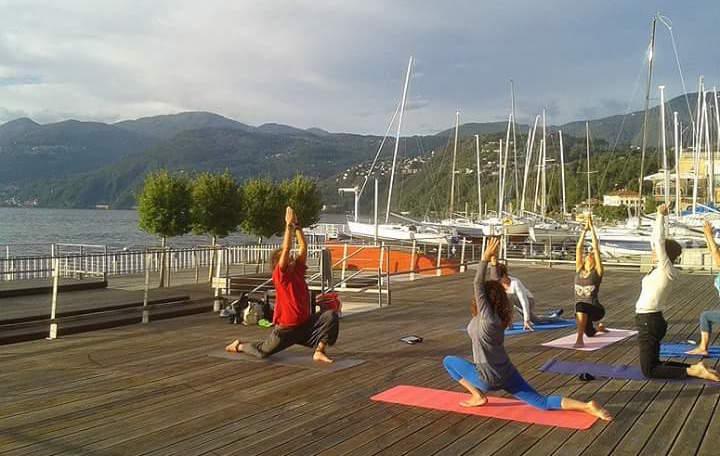 """""""Luino Yoga"""": giovedì dalle 18.30 in Piazza Chirola alla scoperta del proprio corpo e della mente"""