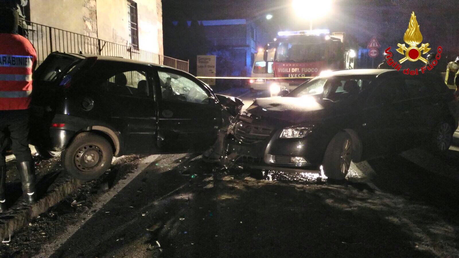 Frontale tra due auto a Ganna, quattro persone coinvolte