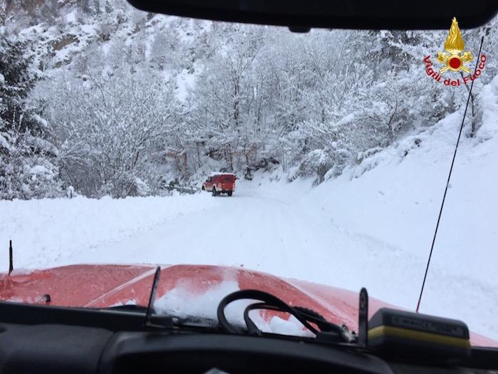 Terremoto e neve, anche i Vigili del Fuoco di Varese impegnati nei soccorsi