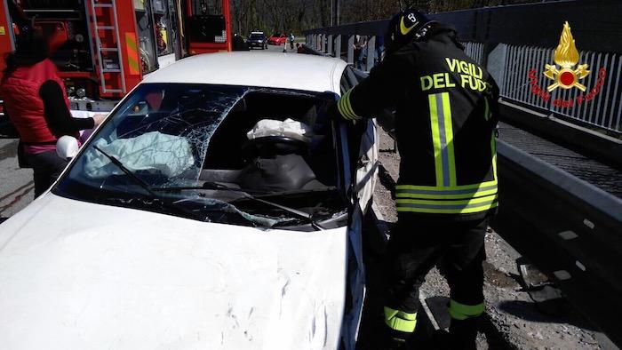 Cremenaga, incidente sulla provinciale. 36enne trasportato al Sant'Anna con l'elisoccorso
