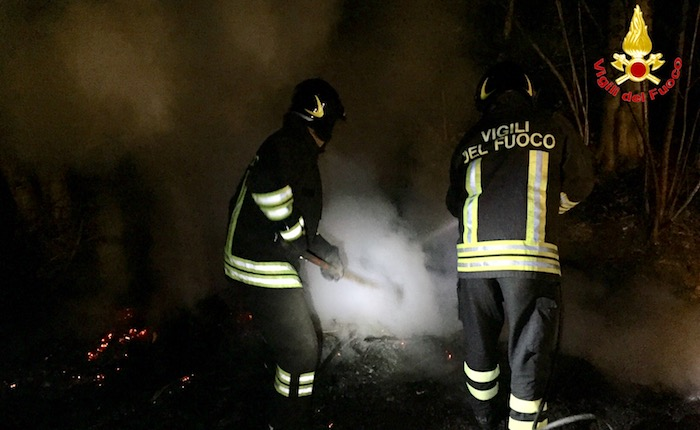 Tra Colmegna ed Agra due incendi nel bosco, lavoro per i Vigili del Fuoco