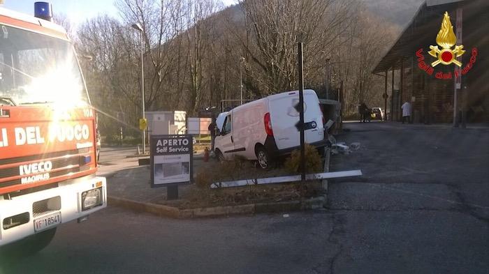 Laveno Mombello: furgoncino contro una cabina elettrica, 31enne finisce in Ospedale