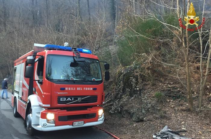 Incendio in un bosco Montegrino, 1500mq in fiamme