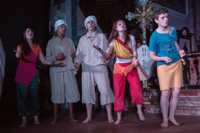 """Grantola, domani sera lo spettacolo della compagnia """"Santa Caterina"""". Protagonisti d'eccezione i ragazzi migranti di Colmegna"""