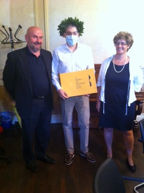 Dall'Ospedale di Varese il grande giorno di Lorenzo: si laurea in Architettura mentre combatte contro la leucemia