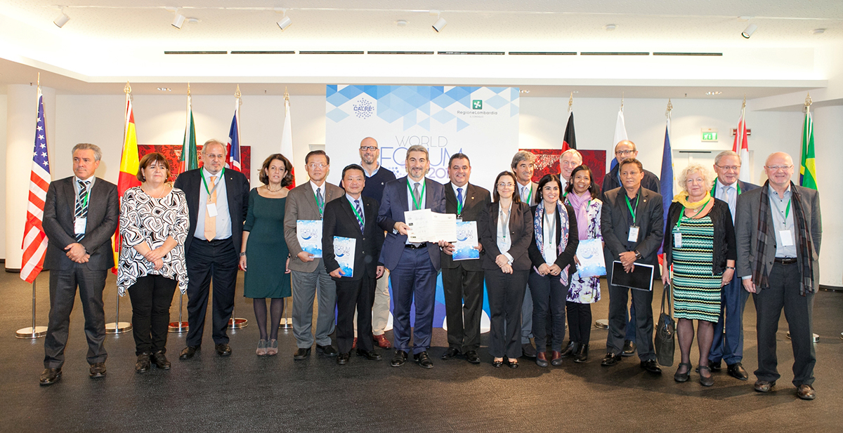 Il gruppo dei delegati delle Conferenze regionali partecipanti al World Forum, la firma del Manifesto e un momento della conferenza stampa