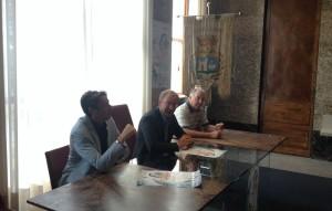 Il presidente CONI Varese, Stefano Ferrario, il sindaco di Luino, Andrea Pellicini, ed l'assessore al bilancio, Mario Contini