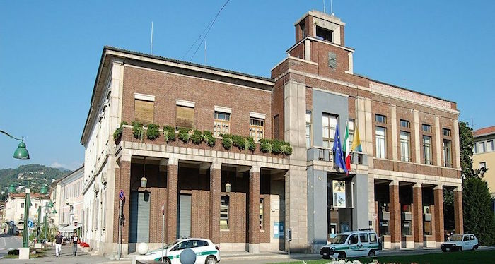 Il Comune di Luino (© settemuse.it)
