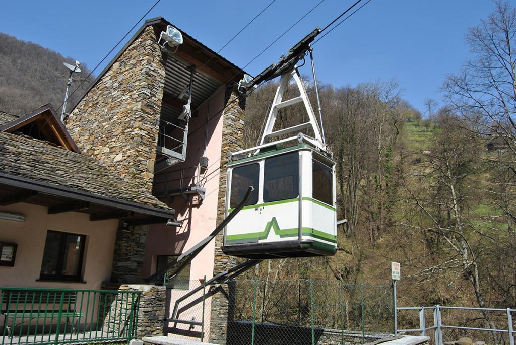 La funivia che porta a Monteviasco, nel comune di Curiglia