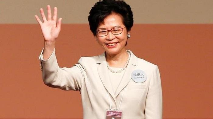 Hong Kong, Carrie Lam vince le elezioni. Prima donna leader dell'ex colonia britannica