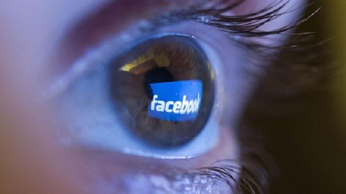 Giovani italiani: leggono poco, si informano su FB e fanno pochi figli