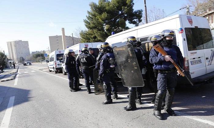 """Marsiglia, arrestati presunti terroristi. Inquirenti: """"L'attacco era imminente. Trovato video di giuramento all'Isis"""""""