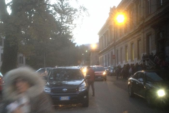 """Scuole di Luino, """"Il traffico in viale delle Rimembranze? Un rischio per gli studenti"""""""