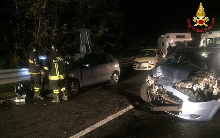 Besano, scontro tra due auto: quattro feriti