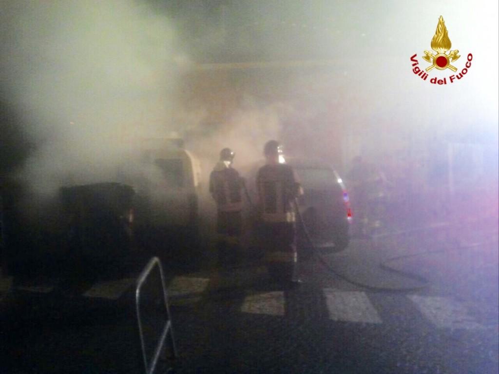 Germignaga, nella notte è stato bruciato un furgoncino. I Carabinieri indagano