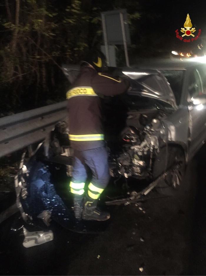 Besano: incidene tra tre autovetture, quattro i feriti