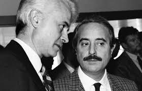 Giovanni Falcone in una storica foto con Giancarlo Caselli (politica.nanopress.it)
