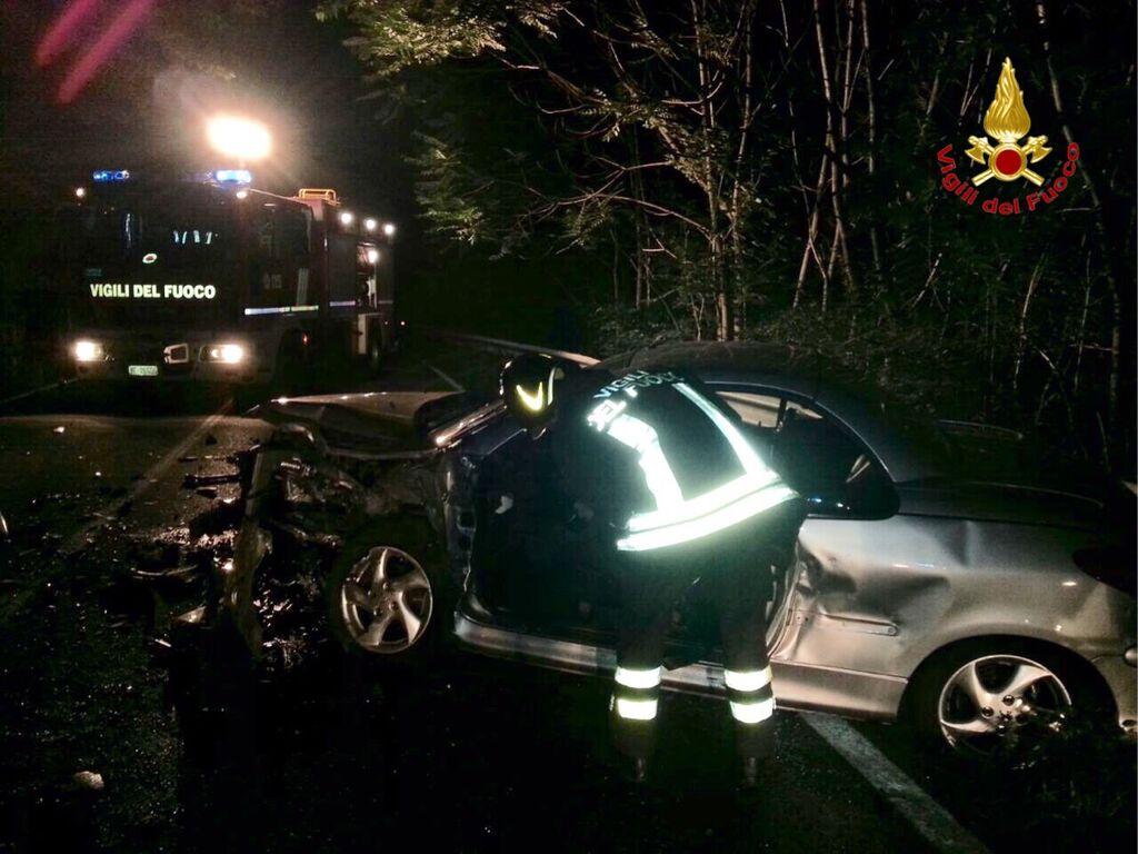 Cuvio, scontro tra auto: coinvolti cinque ragazzi