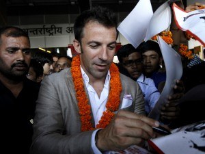 Alessandro Del Piero al suo arrivo in India (tvnz.co.nz)