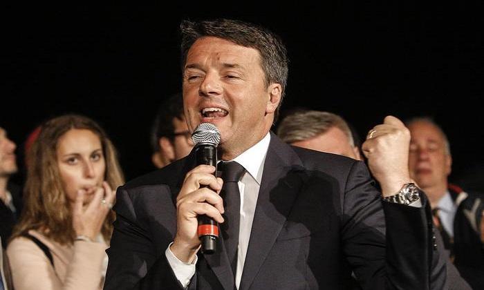 """Pd, Renzi festeggia in famiglia. Auguri da Macron: """"Insieme cambieremo l'Europa"""""""