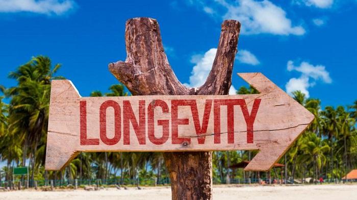 La longevità si tinge di rosa: l'uomo ha meno aspettativa di vita per un fattore genetico