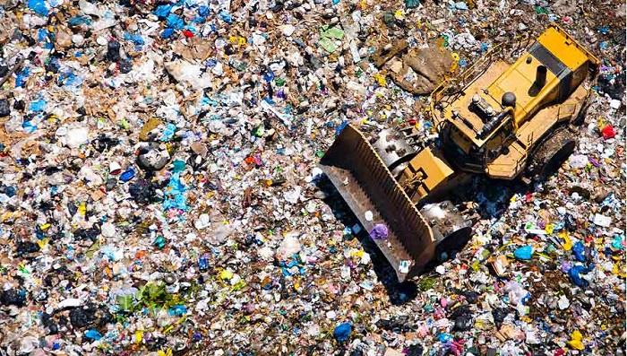 """I rifiuti valgono il triplo dei calciatori, """"waste management"""" un'industria da 9,7 miliardi di euro"""
