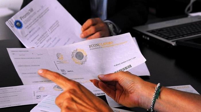 """Venduti oltre 121milioni di voucher nel 2016. Poletti: """"Pronti a limitarne l'uso"""""""