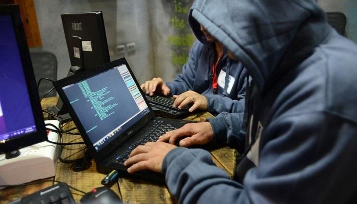 """Hacker Usa attaccano le reti del Cremlino a pochi giorni dalle Presidenziali. CIA: """"Mossa preventiva"""""""